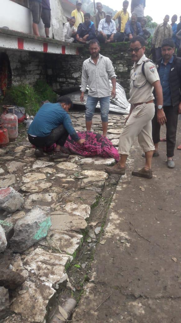 मलबे में दबे तीन लोगों के शव निकाले गए, चार घायल