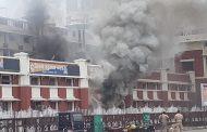 लखनऊ में चारबाग रेलवे स्टेशन परिसर में आग