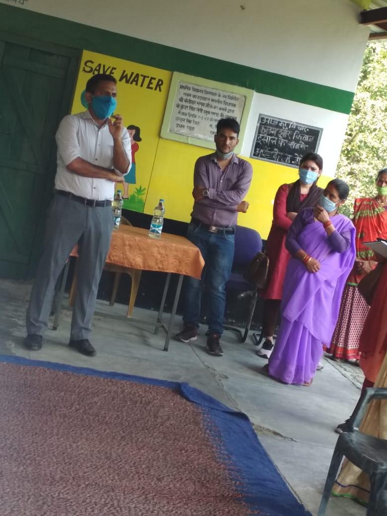 मुख्य विकास अधिकारी द्वारा ग्राम-प्यूड़ा में विभिन्न कार्यक्रमो का स्थलीय निरक्षण।