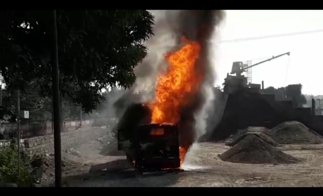 रायवाला स्थित उत्तर प्रदेश सेतु निगम के हॉट मिक्स प्लांट में बड़ा हादसा हुआ है