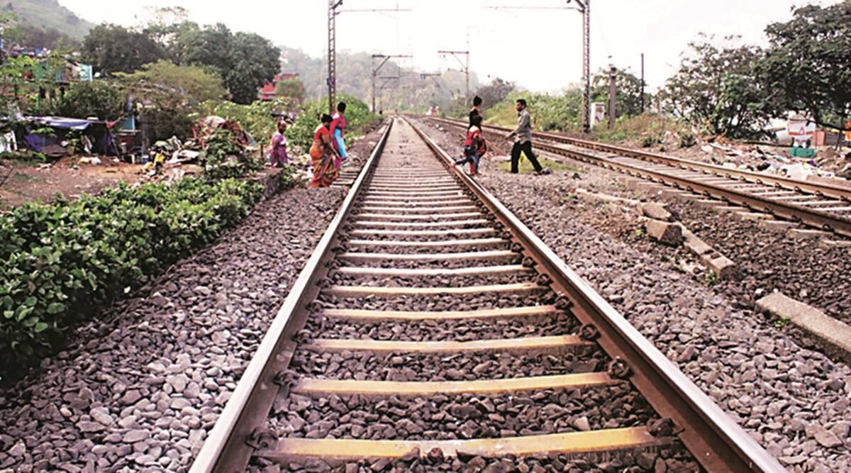 लच्छीवाला फ्लाई ओवर की तरफ रेलवे ट्रेक पर युवक के शव की हुई , शिनाख्त...