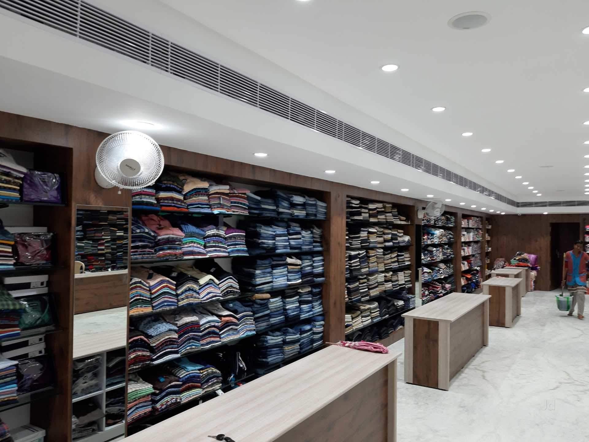 खादी ने रिकॉर्ड बिक्री दर्ज की कनॉट प्लेस स्थित आउटलेट में चौथी बार एक दिन में एक करोड़ रुपए से ज्यादा की बिक्री