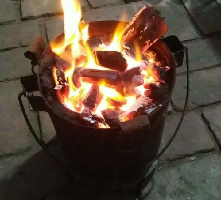 रुद्रपुर, कमरे में जलती अंगीठी के कारण दम घुटने से दो युवकों की मौत,एक गंभीर