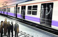पति ने पत्नी को चलती ट्रेन से दिया धक्का...